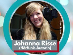 Johanna Risse vor dem Mikrofon